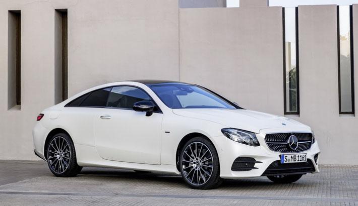 Mercedes-Benz şirkəti yeni nəsil kupe E-Class-ın sirrini açıb. Modelin debütü yanvarın 17-də Detroytdə keçiriləcək avtosalonda olacaq. Avtomobil Avropa bazarlarında 2017-ci ilin yayında peyda olacaq. Bu barədə şirkətin mətbuat xidməti məlumat verib.