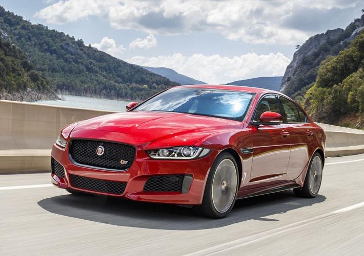 Jaguar şirkəti 2018-ci model ilinin başlanğıcı ilə yeni XE, XF və F-Pace modellərinin təkmilləşdirilməsi barədə məlumat verib. Məsələn, onlar 3 yeni mühərrik alıblar, daha biri isə ciddi təkmilləşdirilib.