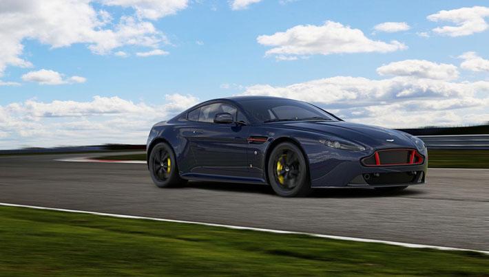 Aston Martin V8 Vantage və V12 Vantage superkarları istehsalçının Formula-1 Red Bull Racing komandası ilə əməkdaşlığına həsr olunan xüsusi versiyalarını əldə etdilər.