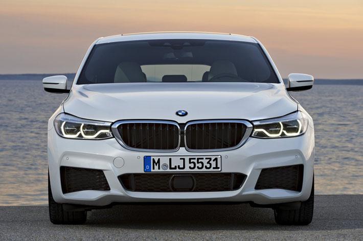 BMW şirkəti 6-cı seriyanın yeni nümayəndəsini – böyük hetçbək Gran Turismo-nu rəsmi olaraq təqdim edib. Alman avtomobil istehsalçısının model sırasında yenilik elə Gran Turismo adlanan 5-ci seriya hetçbəki əvəz edəcək.