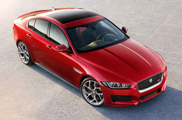 Jaguar şirkəti 2018-ci model ilinə məxsus kompakt sedan təqdim edib. Dördqapılı yeni, daha güclü mühərriklər və təkmilləşdirilmiş yardımçı sistemlər alıb.