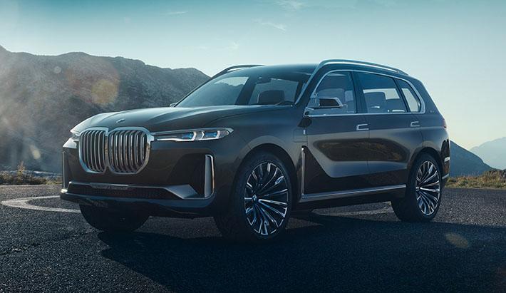 BMW yeni flaqman yolsuzluq avtomobili Concept X7 iPerformance-ın konseptual prototipinin rəsmi surətdə sirrin açıb. Avtomobilin seriyalı versiyası gələn il debüt edəcək.