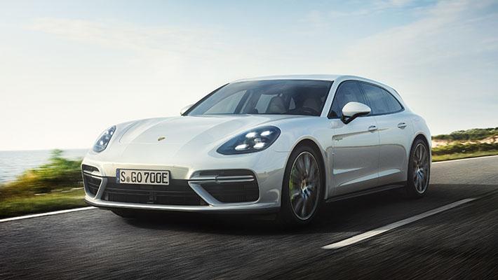 Porsche şirkəti universal Panamera Turbo S E-Hybrid Sport Turismo-nun sirrini açıb. Yenilik 4,0-litrlik benzin V8 və elektrik mühərriki ilə təchiz edilir. Mühərriklərin ümumi gücü 680 a.g.-dür. Bu barədə şirkətin mətbuat xidməti məlumat yayıb.