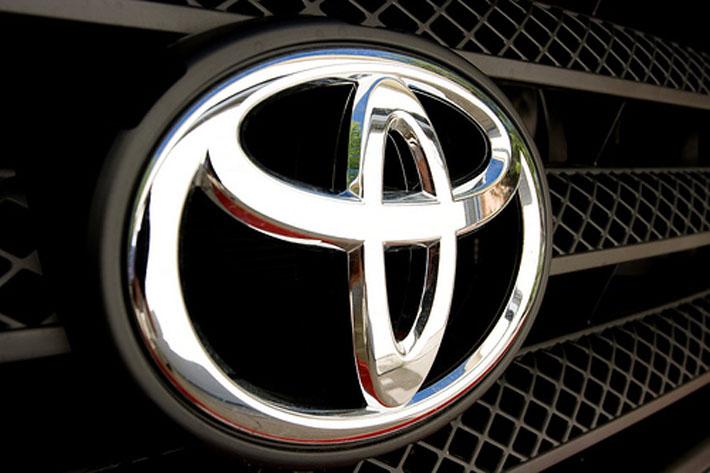 NHTSA проверяет автомобили марки T…